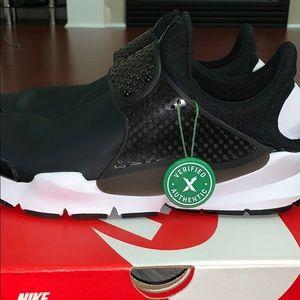 Nike sock dart SE stock X verified running shoes